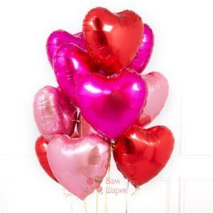 Композиция из фольгированных розовых и красных сердец