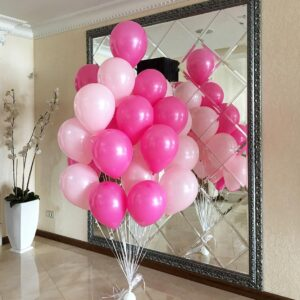 Композиция из розовых и фуксия шариков