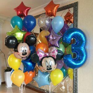 Композиция из разноцветных шаров со звездами и цифрой, головой минни и микки мауса
