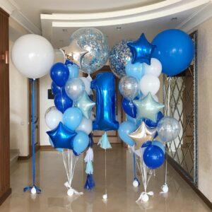 Композиция из голубых, синих и серебряных шаров с цифрой и большими шарами