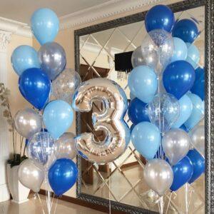 Композиция из голубых, синих и серебряных шаров с цифрой