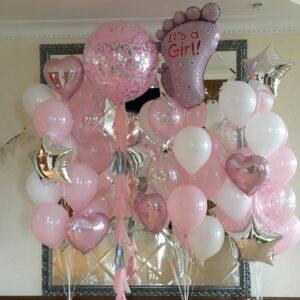 Композиция из шаров на выписку для девочки