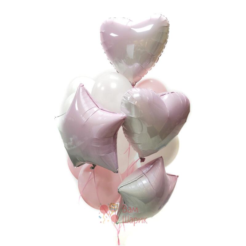 Композиция из бело-розовых шаров с розовыми сердцами градиент