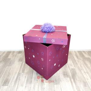 Коробка фуксия с надписью и помпоном